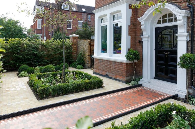 首页 施工案例 > 欧式别墅花园设计      导读:别墅花园设计不光在